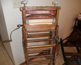 ANTIQUE CLOTHES WRINGER AND DRYER