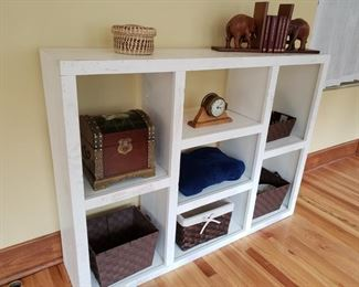 SHELF unit with decorative items