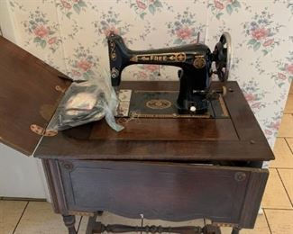 #8The Free (Westinghouse) Black Vintage Sewing Machine in cabinet $75.00