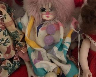 Q-tee Clown Sand Doll