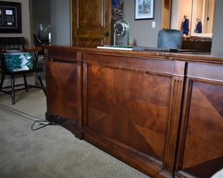 L shape Executive Desk in Excellent Condition!