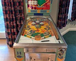 Vintage Pinball Machine.  Works great!