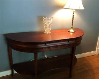 HALF-ROUND ETHAN ALLEN TABLE WITH CENTER DRAWER, WATERFORD VASE AND SIDE LAMP