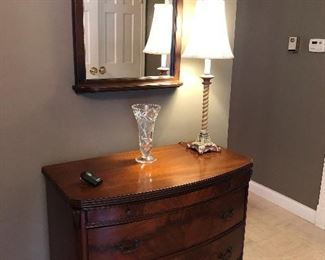 5 DRAWER CHEST / ENTRYWAY CABINET, CARVED MIRROR, LAMP AND WATERFORD CRYSTAL VASE