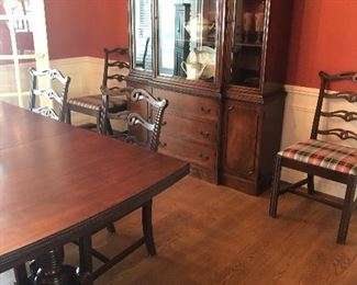 China hutch - mahogany - matches dining table - EXCELLENT CONDITION