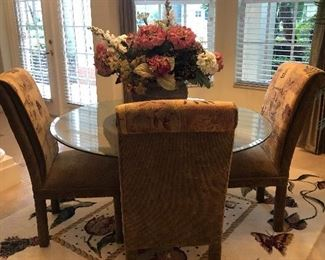 Gorgeous dining table with 4 chairs