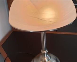 Touch base lamp