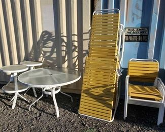 9007: Outdoor Patio/Lawn Furniture Set One large table, four small side tables, two large Lay-out loungers, five chairs