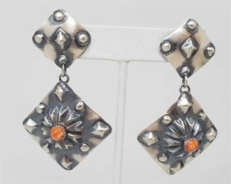 161: Beautiful Tim Yazzie Sterling Silver and Spiny Oyster Earrings, 15.6g Beautiful Tim Yazzie Sterling Silver and Spiny Oyster Earrings Weighs approx 15.6g Low Estimate: 100.00 High Estimate: 200.00
