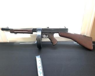 Thompson 1928 M1928A1 Submachine Gun (with non-firing Dummy Receiver)