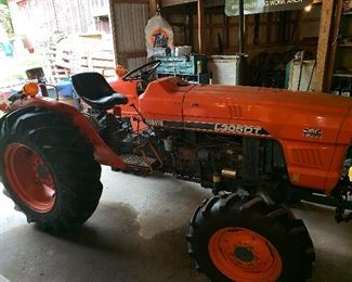 Kubota L305DT tractor- only 457 hours!