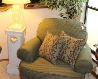 furniture Broyhill overstuffed chair