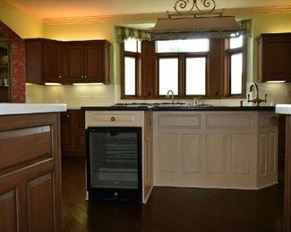 ENTIRE CUSTOM KITCHEN FOR SALE INCLUDING HIGH END APPLIANCES (KITCHEN FAUCET & COOKTOP NFS)