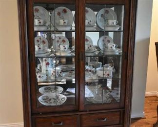 DISPLAY/CHINA CABINET W/GLASS SLIDING DOORS