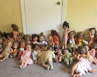 HUNDREDS OF DOLLS