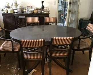 NICE DINNING ROOM SET WITH SIX CHAIRS
