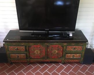 FLAT SCREEN TV AND PAINTED TV STAND