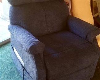 Like new power lift/recliner chair!