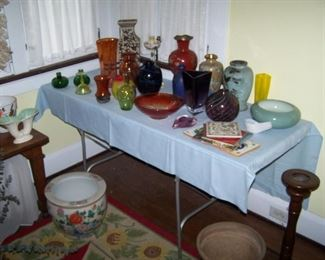 TABLE OF STUDIO GLASS