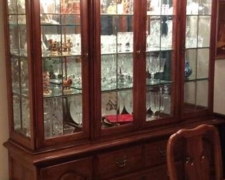 Stunning Thomasville Formal Dining Room Set with China hutch, Table in flawless condition opens to 109in w 2 leaves, matching buffet server