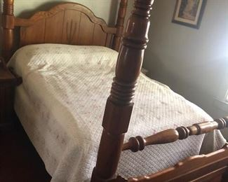 Four poster oak Queen bed