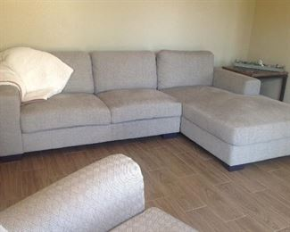 Another Contemporary  modern style sofa...very clean!