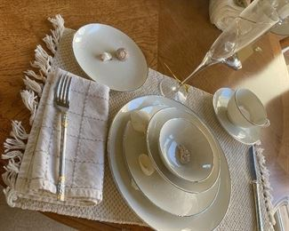 Elegant white dinnerware and cotton table linens. Classy! Great for Thanksgiving and Christmas dinner.