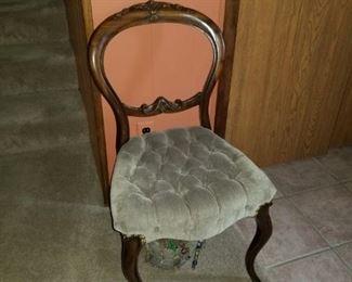 Cute side chair
