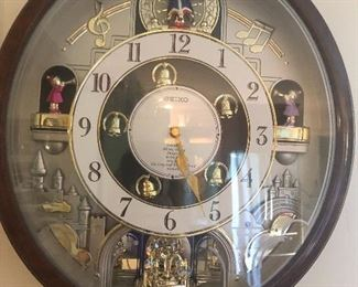 musical clock christmas