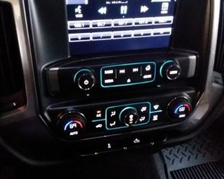 Easy to use Interior controls