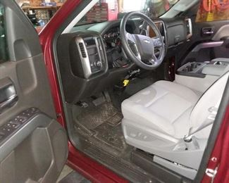 Power seat, power windows, power doors, tilt, cruise, AM/FM, CD.  Dual climate co trol. Traction control. Steering wheel controls, Navigation, split bench seat with console. Auto headlights and much more...