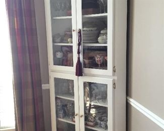 Corner cabinet with glass panels