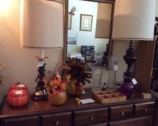 Table lamps    Mirror.    Autumn decorations