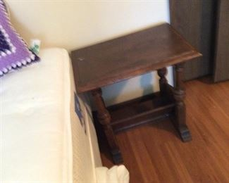 Small end table with magazine rack