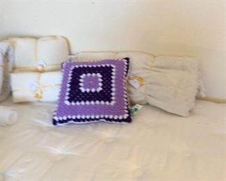 Twin bed with Serta mattress. Lots of linens