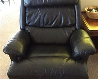 It's a L ZY Boy recliner.  Excellent condition