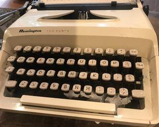 Remington typewriter with a new ribbon, mint condition typewriter, wonderful typewriter, manual included