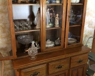 Great china cabinet, has matching table