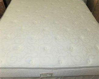 Serta Queen Size Mattress/Box Springs