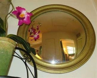 Round Gilt Wall Mirror