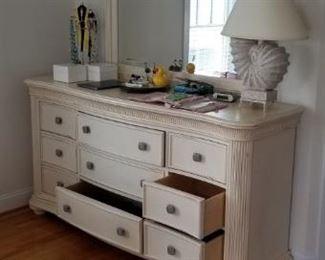 Dresser w/mirror - part of bedroom set