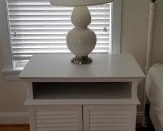 Set of two lamps; accent cabinet
