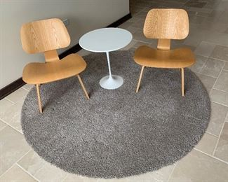 Knoll Saarinen Side Table (chairs no longer available)