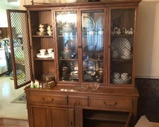Early American Style Glass Door Cupboard/China Cabinet