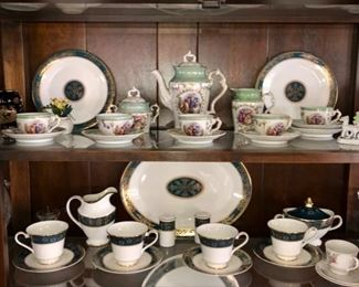 Porcelain collectibles & china