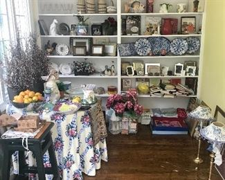 Gift Items, Lamps, Cook Books, Accessories