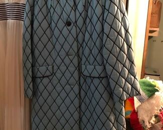 AN AMAZING PERFECTLY VINTAGE QUILTED WOMEN'S DAY COAT