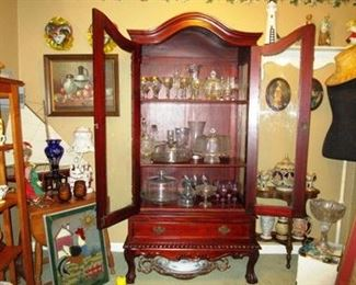 China cabinet with open view