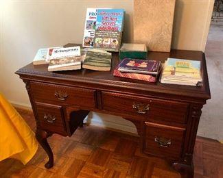 bow-legged desk