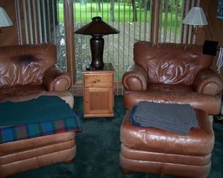 PAIR OF SEALY  LEATHER CHAIRS & OTTOMANS, PINE STAND & MICA LAMP